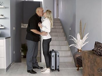 OLD4K. Chick and her old BF return home in time for awesome