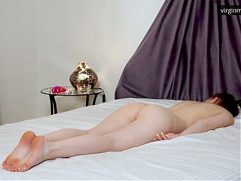 Daria Kuka's first time on a massage table with a girl